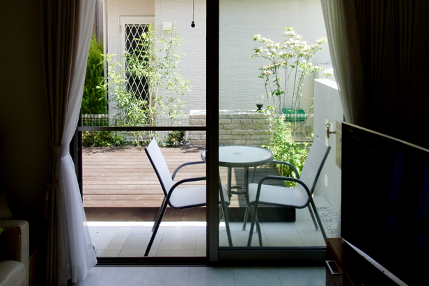 緑を風景に取り入れたリビング・ガーデン