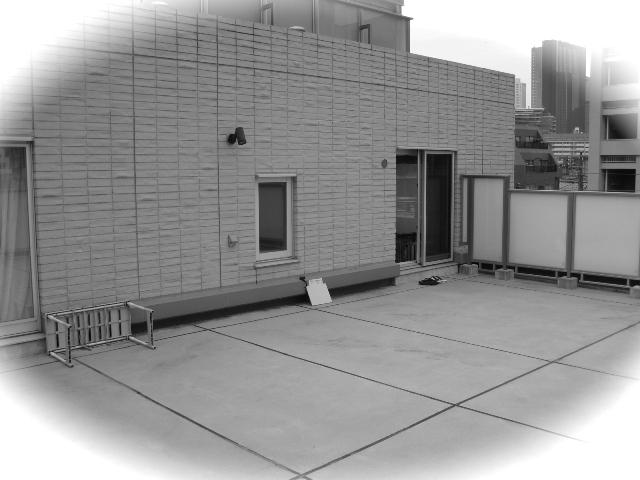 無機質なコンクリート空間