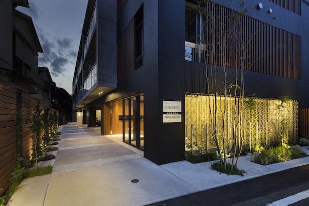 新事務所建物のエントランス
