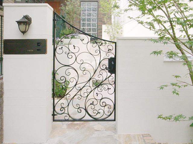 スタイリッシュな門柱デザイン